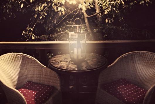 Treehouse balcony, so cute!